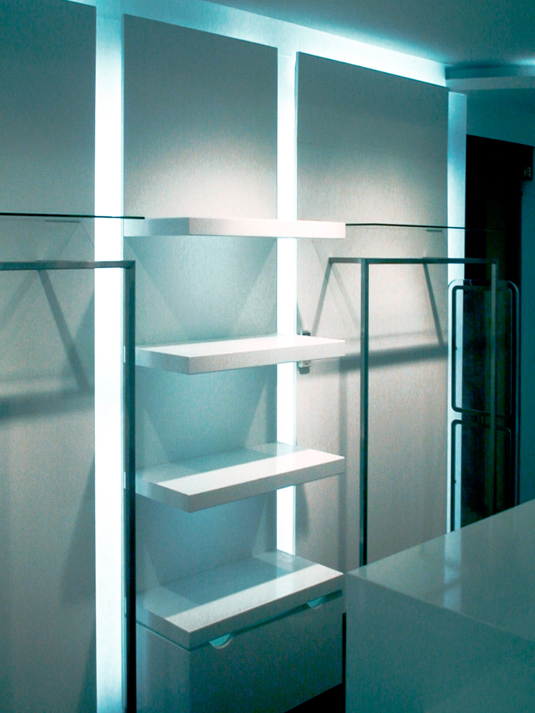 Referenz Ladenbau Escada Österreich Regal-Beleuchtung