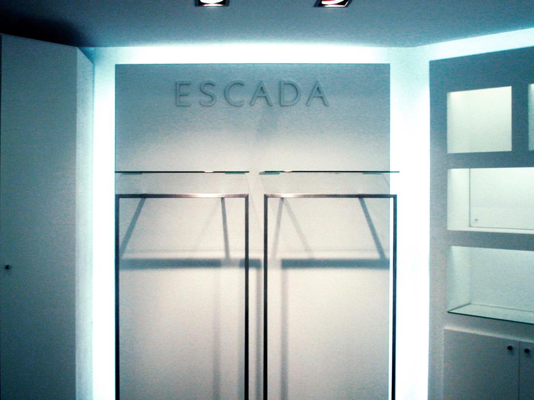 Referenz Ladenbau Escada Österreich Wand-Beleuchtung